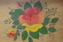 Rose auf Naturholz